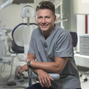 Bartosz Bagiński – specjalista chirurgii stomatologicznej