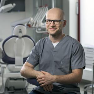 – specjalista periodontolog